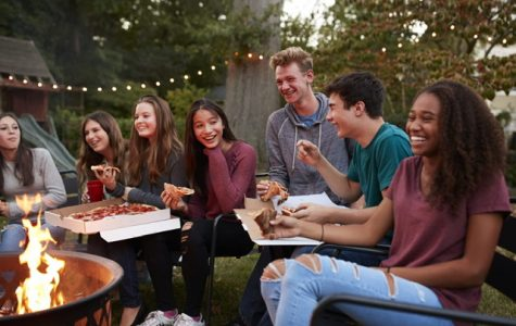 A group of teens hang out together, eating pizza. Picture Credit: fona.com